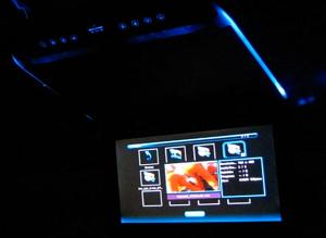 Автомобильный потолочный монитор 15.6 со встроенным Full HD медиаплеером ERGO ER156FH (бежевый)